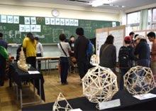 中学生による体験型展示も大人気