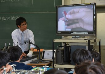 ICT設備の整ったLL教室